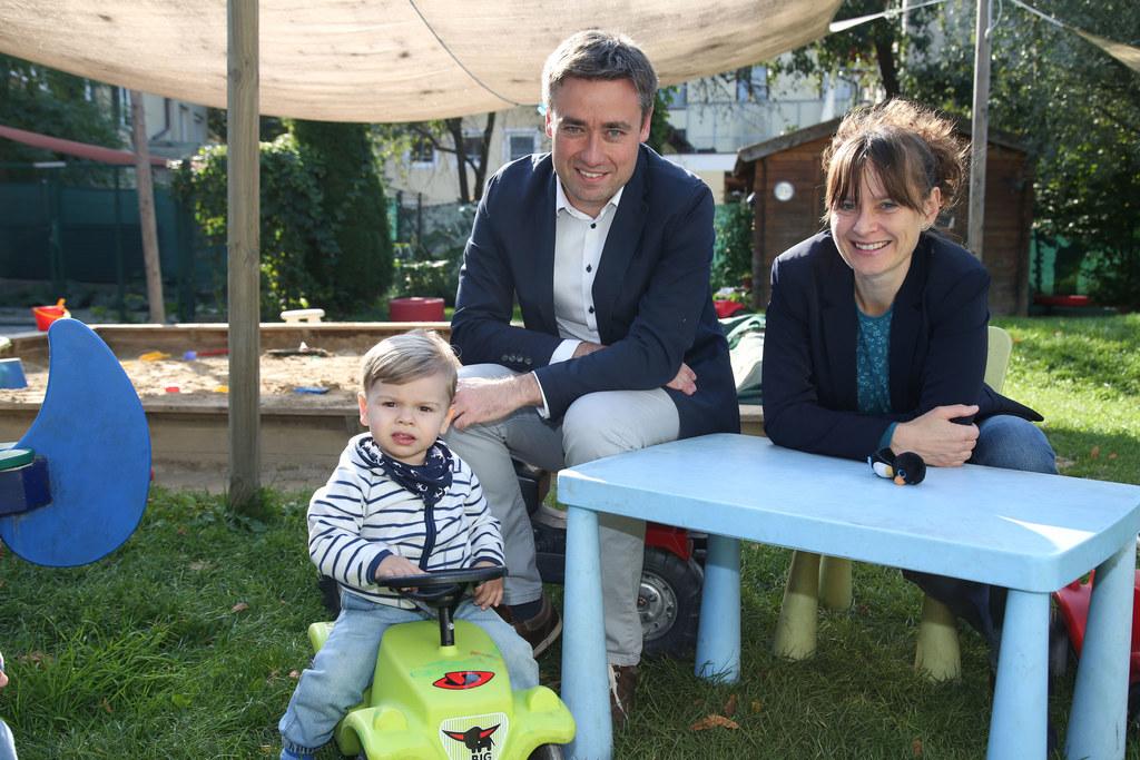 Linus, KOKO-Geschäftsführer Wolfgang Gallei und Landesrätin Martina Berthold.
