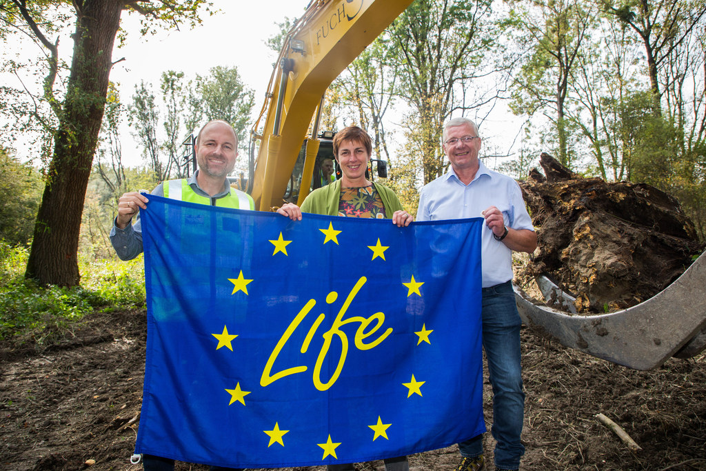 LH-Stv. Astrid Rössler gab 2017 mit Projektleiter Bernhard Riehl und Bgm. Johann..