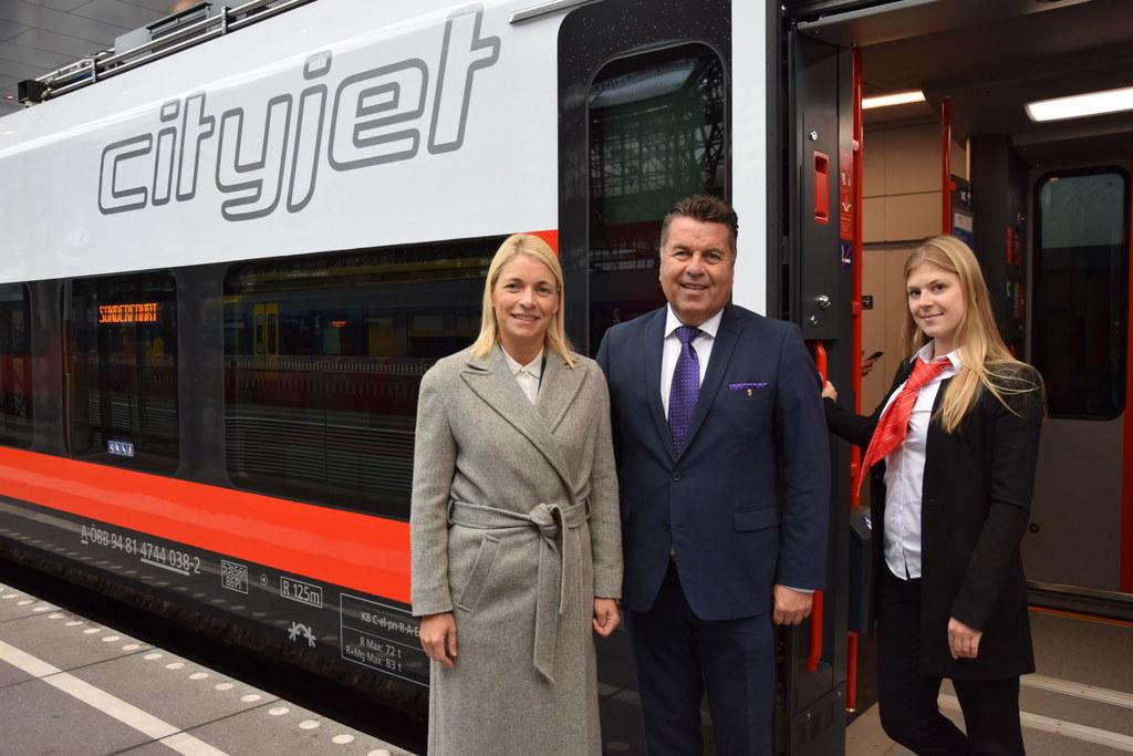 Evelyn Palla (Vorstandsdirektorin der ÖBB-Personenverkehr AG), Landesrat Hans Ma..