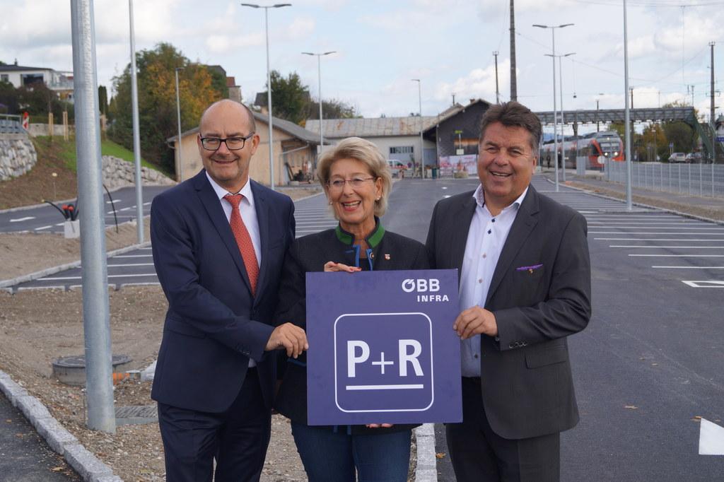 Regionalleiter Engelbert Haller (ÖBB), Bürgermeisterin Monika Schwaiger (Seekirc..
