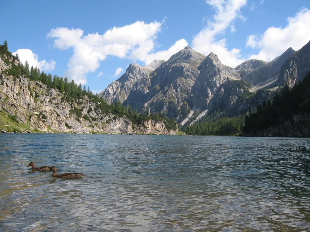 Ein großartiges und abwechslungsreiches Panorama eröffnet sich dem Bergwanderer ..