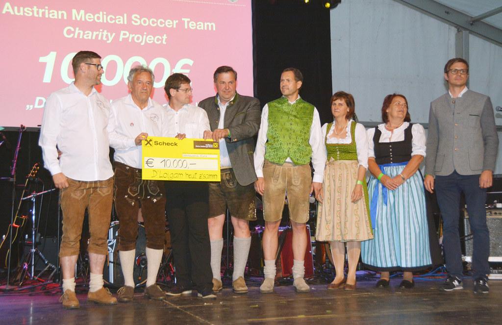 Das Organisationskommitee der Ärzte-WM in Leogang 2017 bei der Scheckübergabe an..