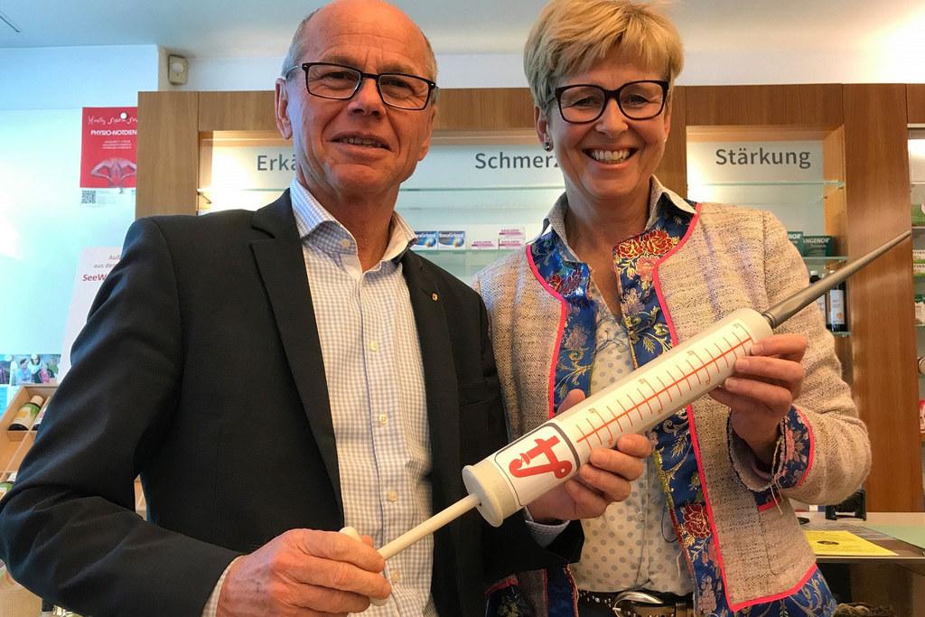 Gesundheitsreferent Christian Stöckl und die Präsidentin der Salzburger Apotheke..