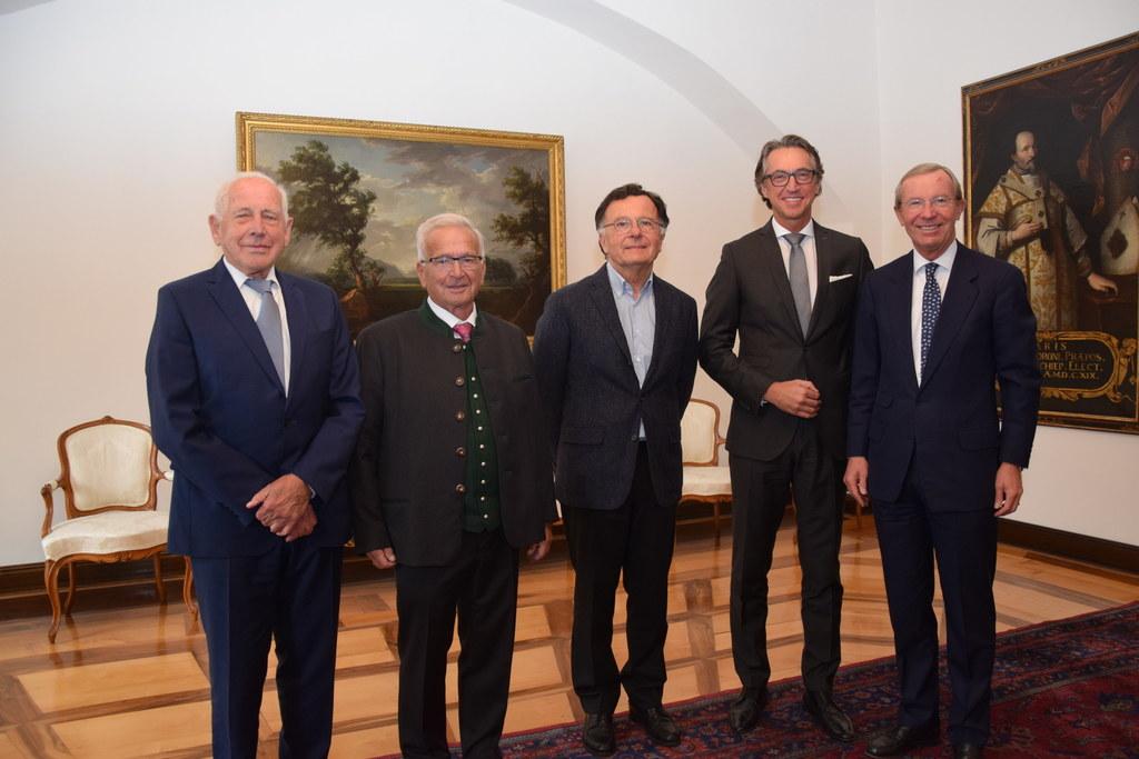 Vier Vorstandsdirektoren der Salzburg AG bzw. SAFE zu Besuch beim Landeshauptman..
