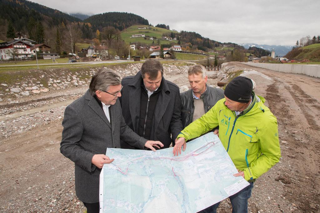 Landesrat Josef Schwaiger, Bgm. Sepp Griessner, Obmann Martin Weitlaner und Leon..