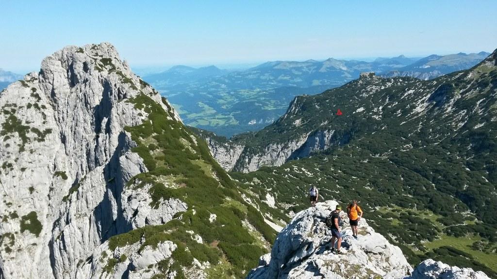 Im Tennengebirge befindet sich am oberen Ausläufer der Ofenrinne an der Kante zu..