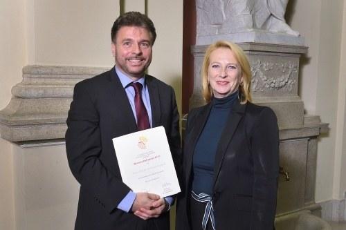Reinhard Heinisch und Nationalratspräsidentin Doris Bures.