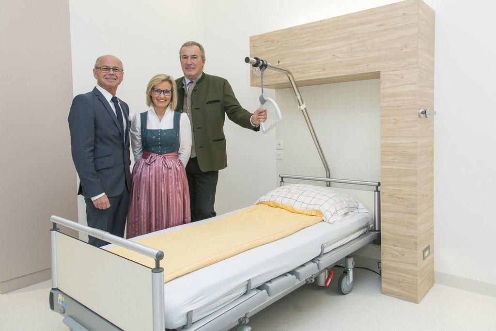 Alles im Zeitplan: LHStv. Christian Stöckl, Andrea Schindler-Perner (Wirtschafts..