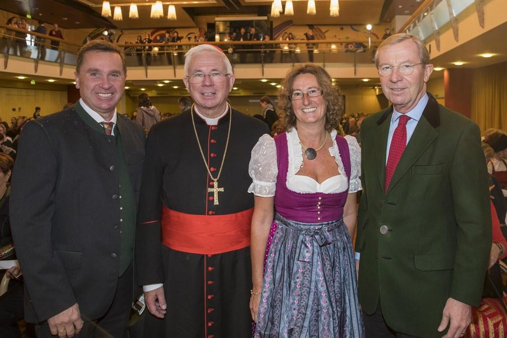 Landesschulratspräsident Johannes Plötzeneder, Erzbischof Franz Lackner, Direkto..