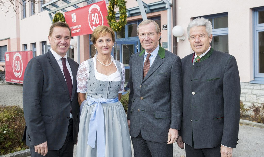 Landesschulratspräsident Johannes Plötzeneder, Direktorin Andrea Stolz, Landesha..