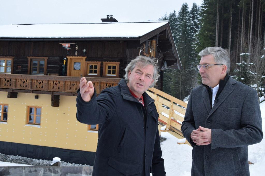 Auch Josef Viehhauser in Großarl, hier mit LR Josef Schwaiger, wurde aus den Mit..