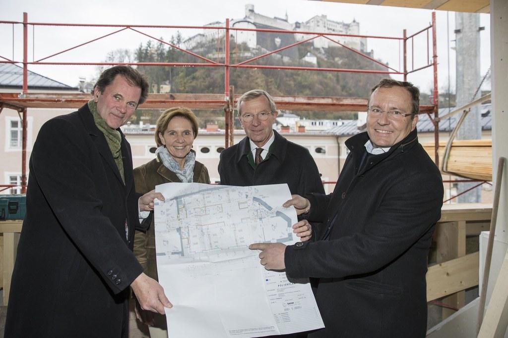 v.l.: Josef Leitner (Bau-Projektleiter), Landtagspräsidentin Brigitta Pallauf un..