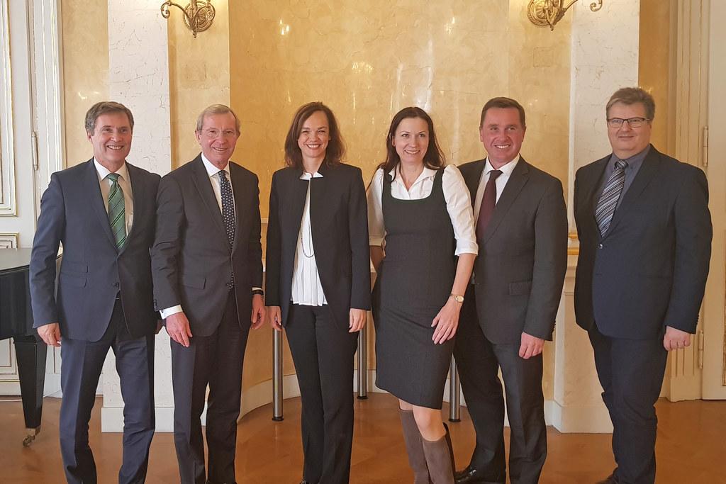 Direktor-Stv. Manfred Pammer (WKS), Landeshauptmann Wilfried Haslauer, Bundesmin..