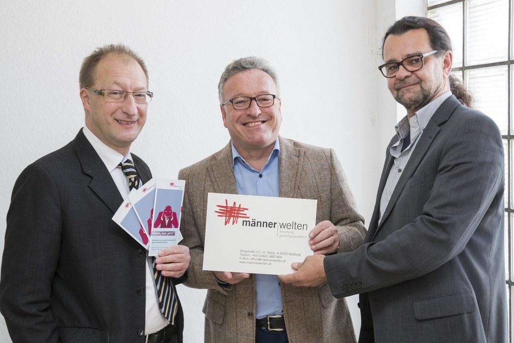 Uwe Höfferer, Geschäftsführer von Jugend am Werk Salzburg, Landesrat Heinrich Sc..