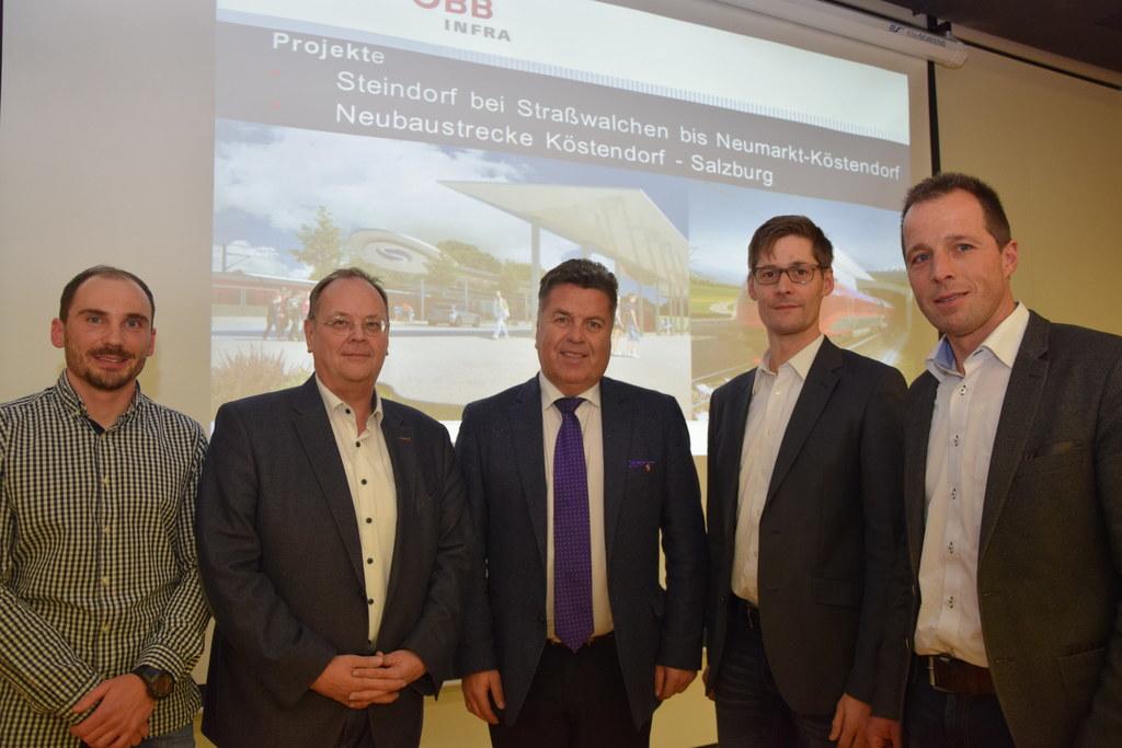 Diskussion zum Nahverkehr im Gymnasium Seekirchen. V.l. Hermann Riedl (Salzburge..