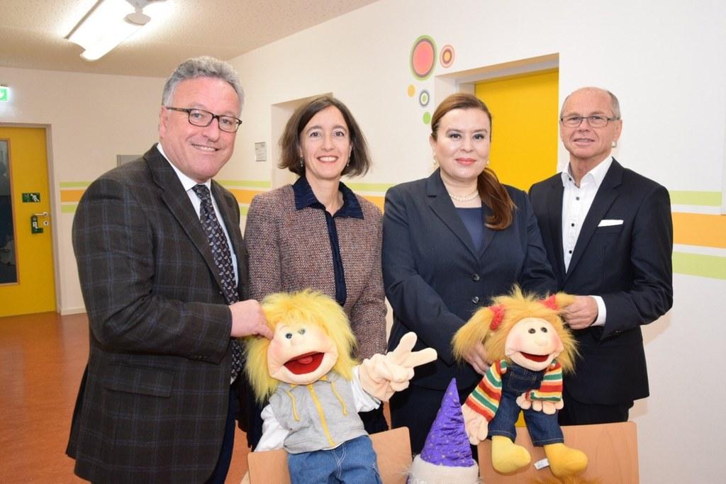 Landesrat Heinrich Schellhorn, Ulrike Altendorfer-Kling (Fachärztin für Kinder- ..