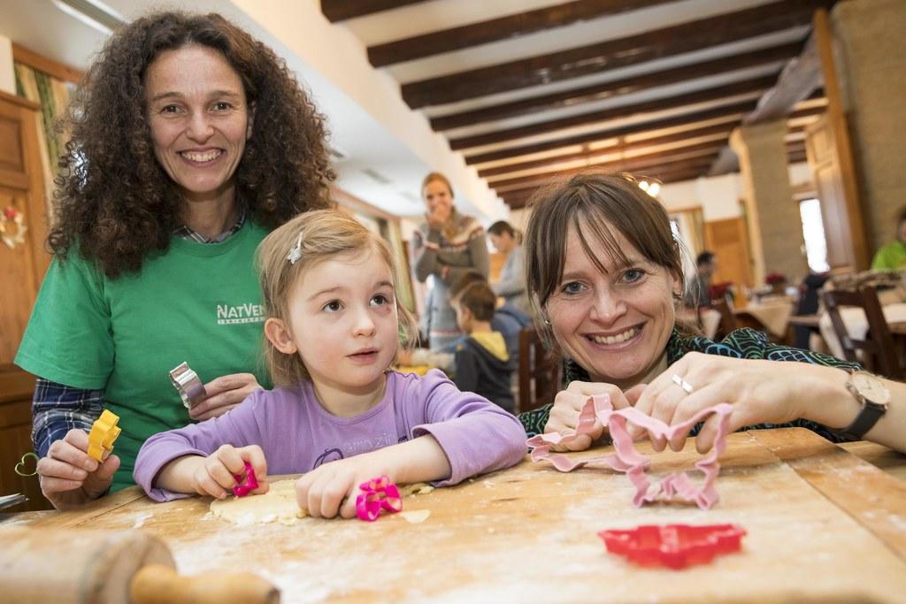 Kirsten Barske mit der kleinen Hannah und Landesrätin Martina Berthold