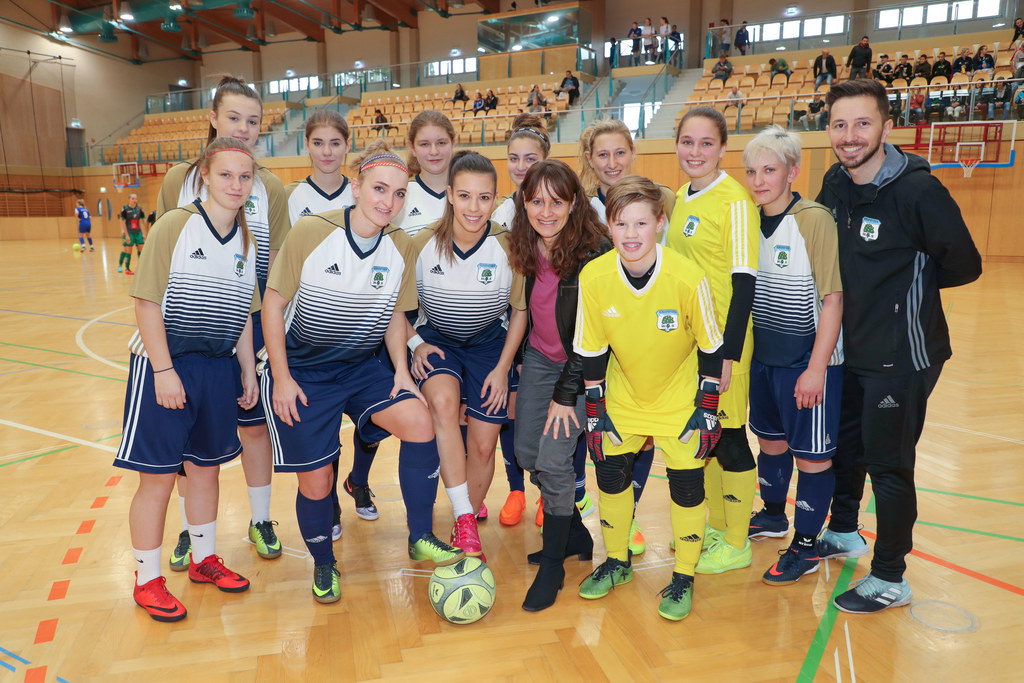 Internationaler Frauen Hallencup in der Walserfeldhalle in Wals.