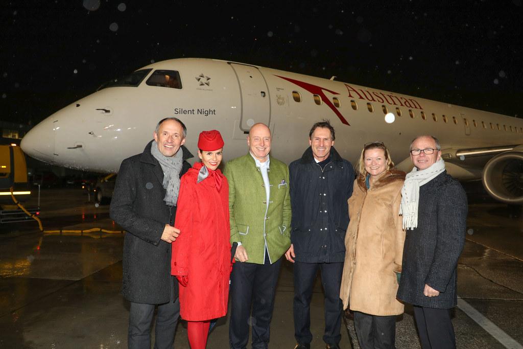 v.l. Leo Bauernberger, Nikola Frates (AUA), Kay Kratky (CEO AUA), Flugkapitän Ro..
