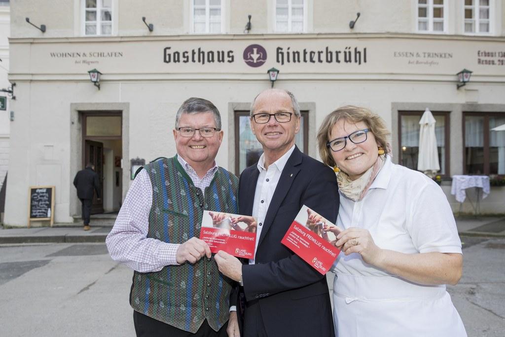 Im Bild von links: Peter Bernhofer mit Landeshauptmann Stellvertreter Christian ..
