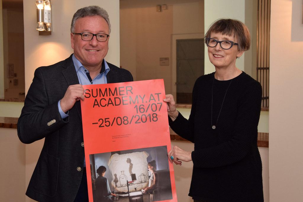 Landesrat Heinrich Schellhorn und die Leiterin der Sommerakademie Salzburg, Hild..