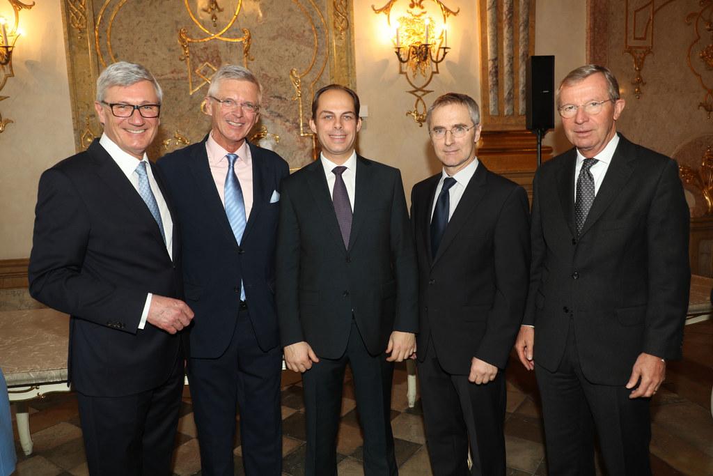 Bürgermeister Harald Preuner, der neue Konsul von Italien Eduard Mainoni, der ne..