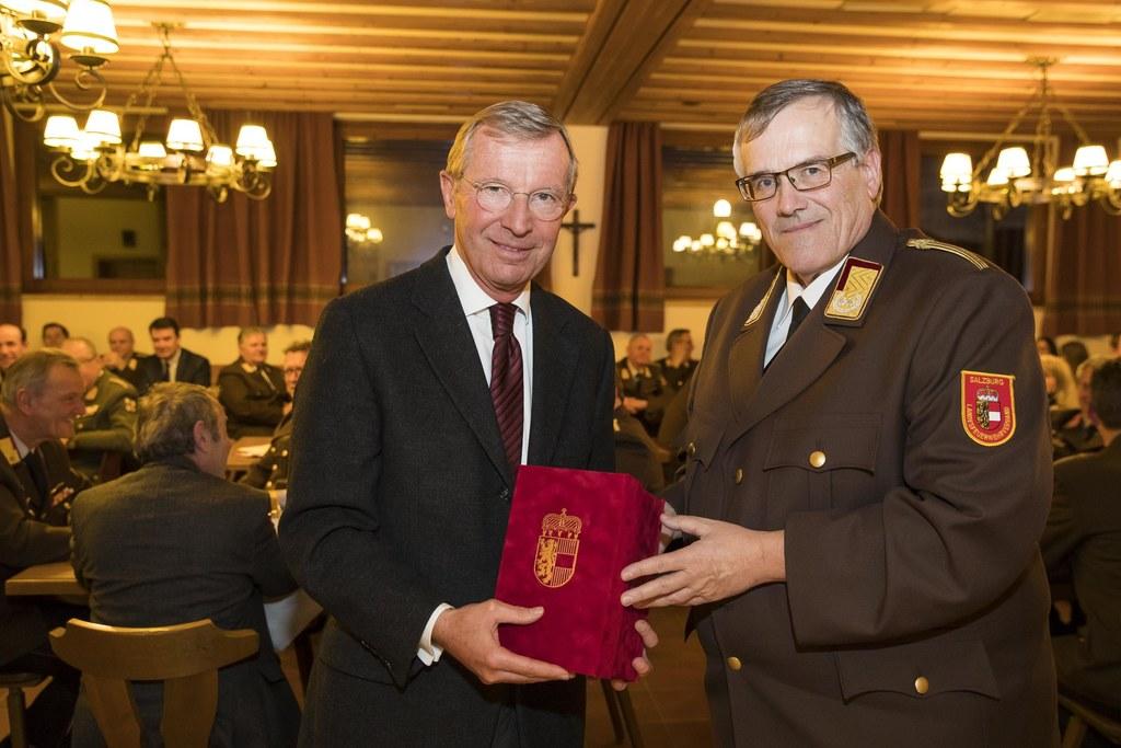 Landeshauptmann Wilfried Haslauer und Landesfeuerwehrkommandant Leopold Winter.