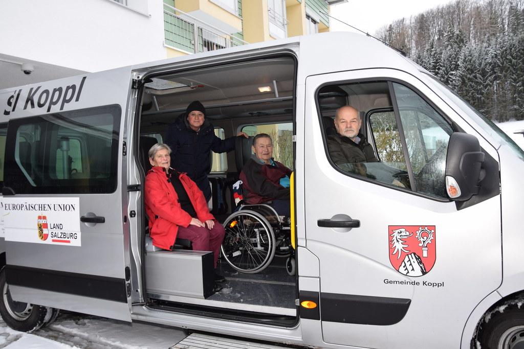 Ein von Land und EU finanzierter Bus bringt mehr Mobilität für Koppls Senioren. ..