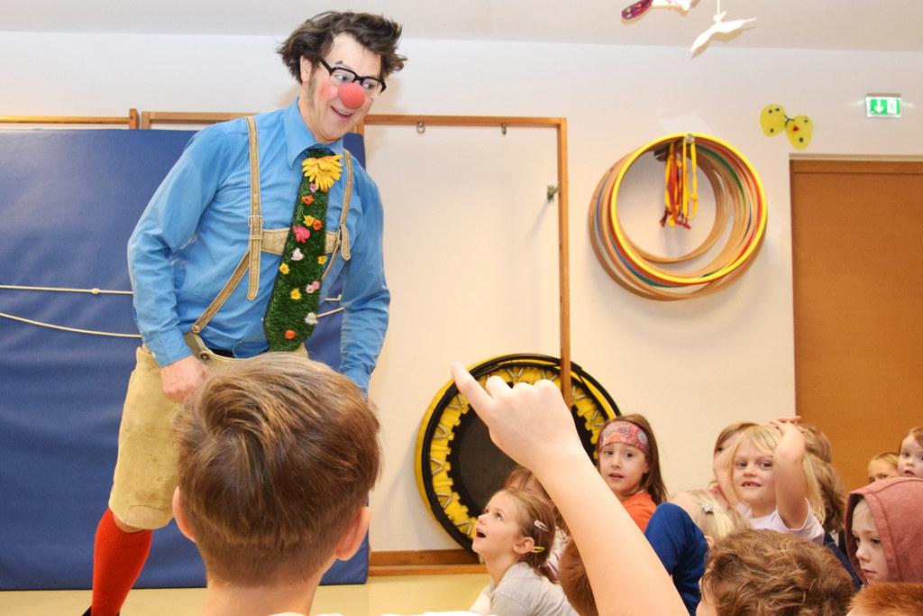Clown Bonifazius im Landeskindergarten Schanzlgasse.