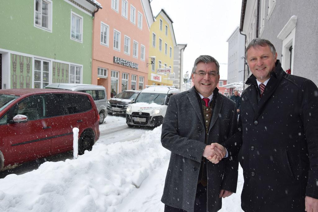 Landesrat Josef Schwaiger und Bürgermeister Georg Gappmayer beim Lokalaugenschei..