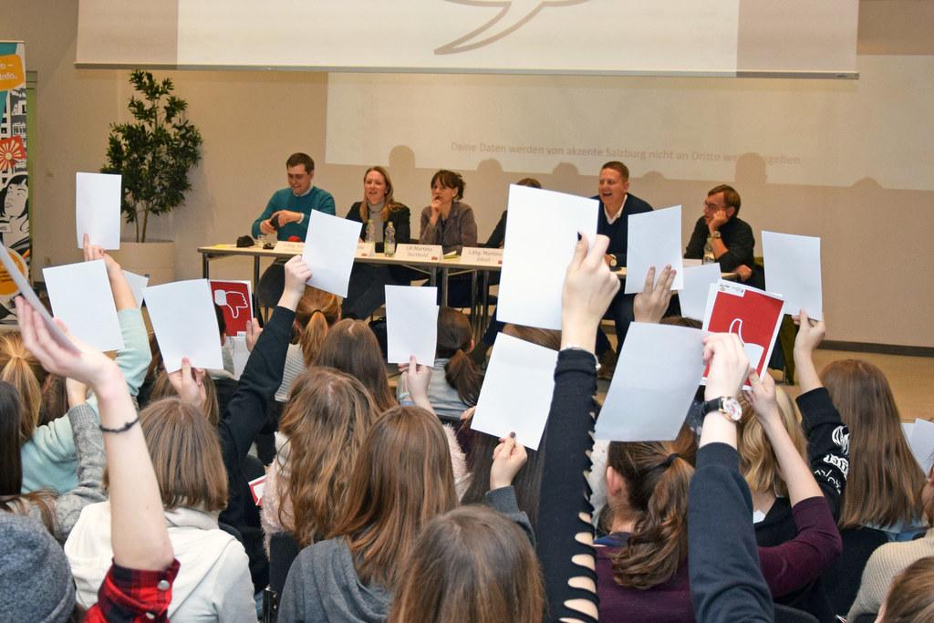 Bei der Auftaktveranstaltung wurde über den Wert von Demokratie diskutiert.