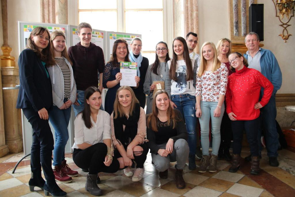 Die Siegerklasse der BAfEP Bischofshofen mit Lehrerin Claudia Gadermayr (rechts)..