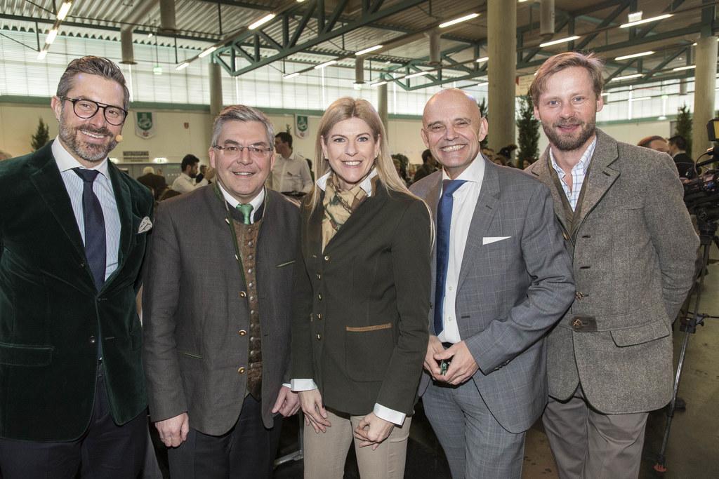 """Landesrat Josef Schwaiger bei der Eröffnung der Messe """"Die Hohe Jagd & Fischerei.."""