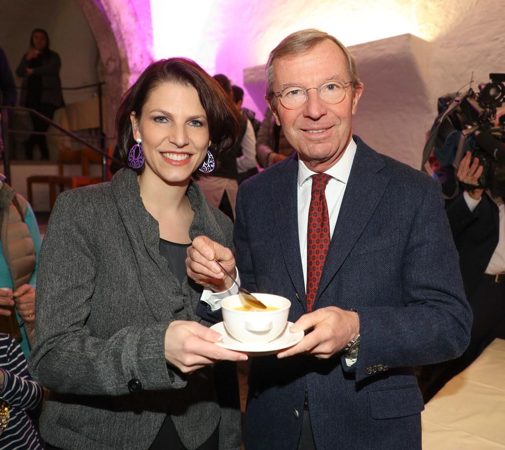 Staatssekretärin Karoline Edtstadler und Landeshauptmann Wilfried Haslauer beim ..