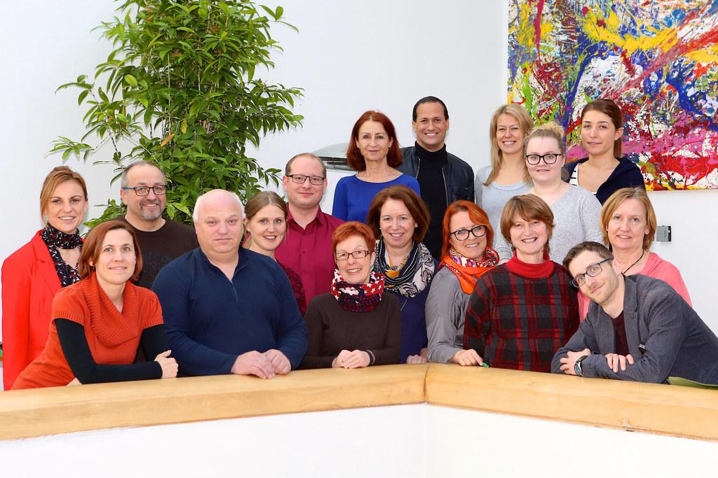 Die neue Geschäftsführung (Angelika Bukovski, links, und Stefan Huber, Mitte obe..