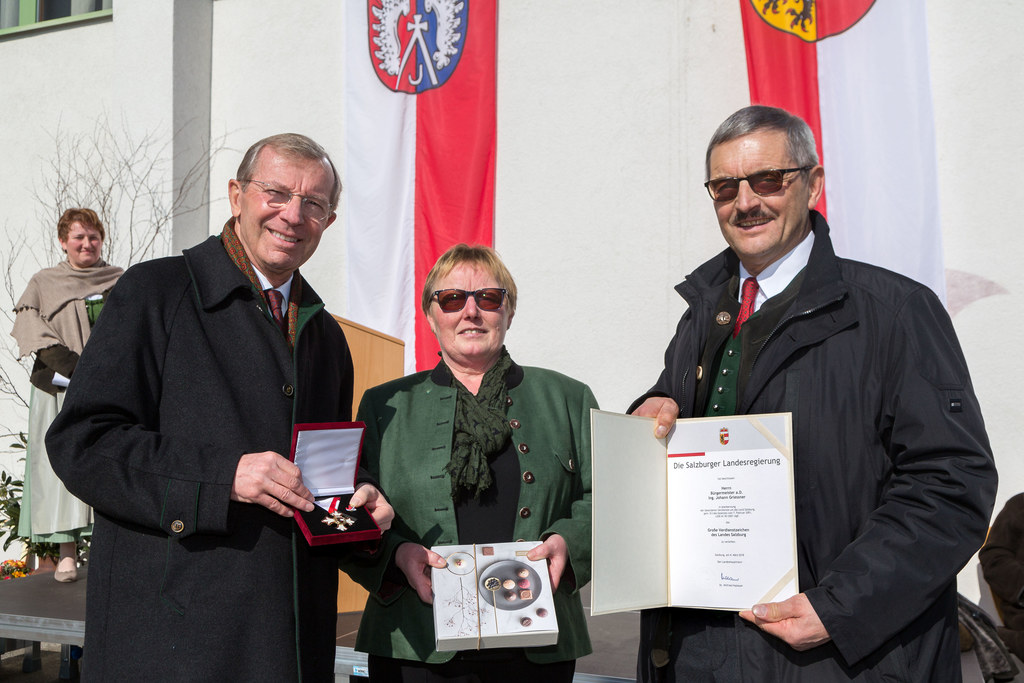 Überreichung des Große Verdienstzeichen des Landes Salzburg an den ehemaligen La..