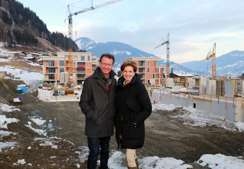 Vizebürgermeister Andreas Wimmreuter zeigte Landesrätin Brigitta Pallauf das Woh..