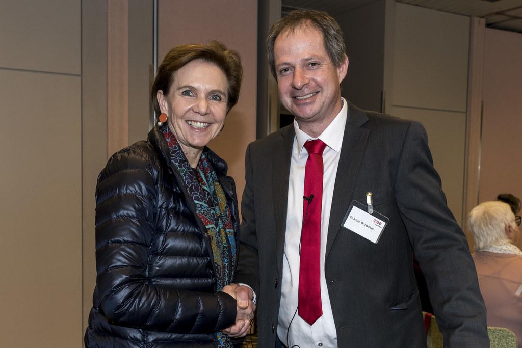 Landesrätin Brigitta Pallauf und Anton Burtscher (ÖBB) setzen auf Barrierefreihe..