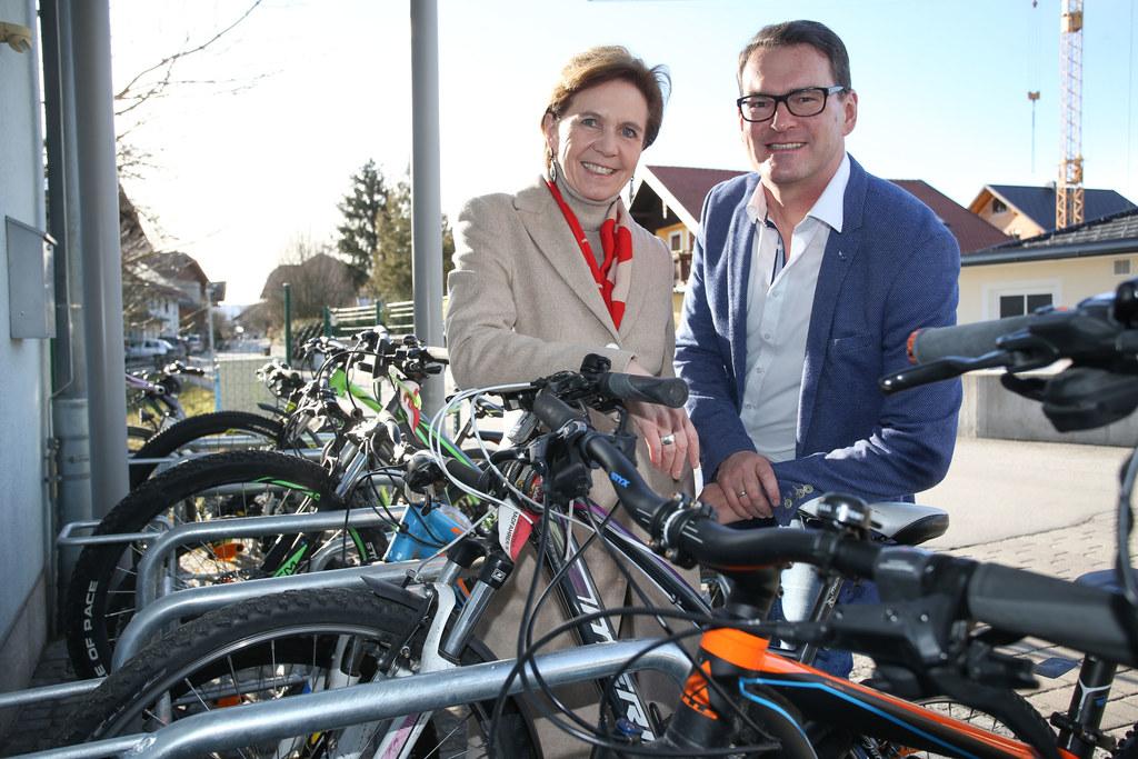Übergabe von Landes-Fahrradständern an die Gemeinde Schleedorf, im Bild: Landesr..
