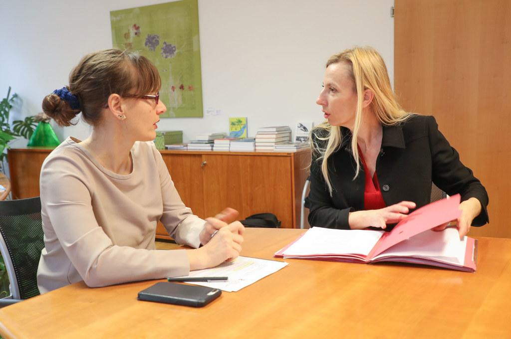 Bundesministerin Juliane Bogner-Strauß stattete Landesrätin Martina Berthold ein..