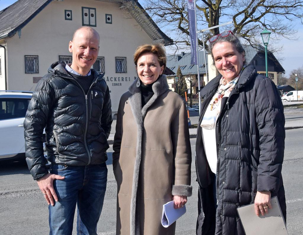 Thomas Schnöll (GR und Obmann Verkehrsausschuss), Landesrätin Brigitta Pallauf u..