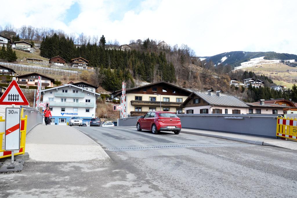 Die Mittersiller Hubbrücke wird für die Bauabschlussarbeiten von 10. April bis 3..