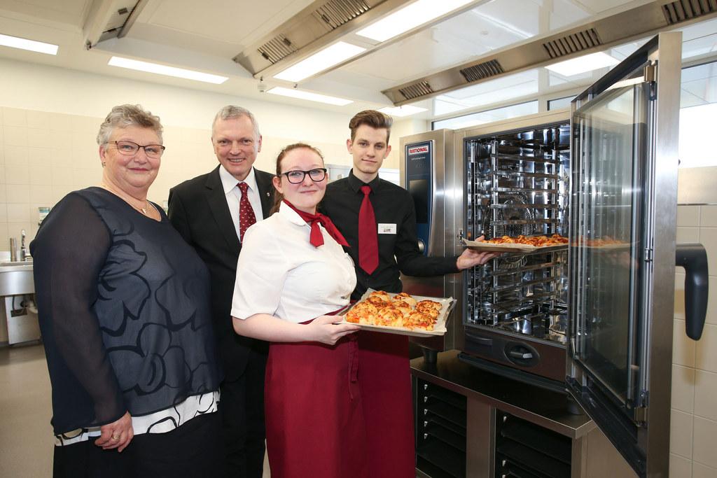 Bei der Eröffnung des neuen Küchentraktes in der HWL Neumarkt am Wallersee, im B..