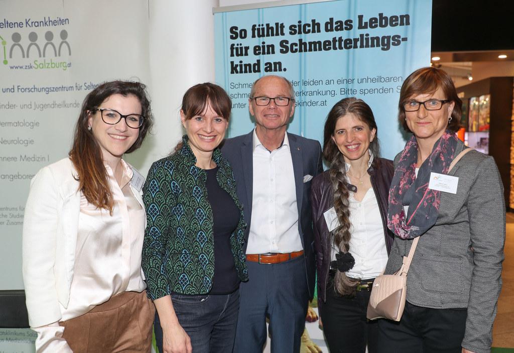 LH-Stv. Christian Stöckl und LR Martina Berthold am Stand der Schmetterlingskind..