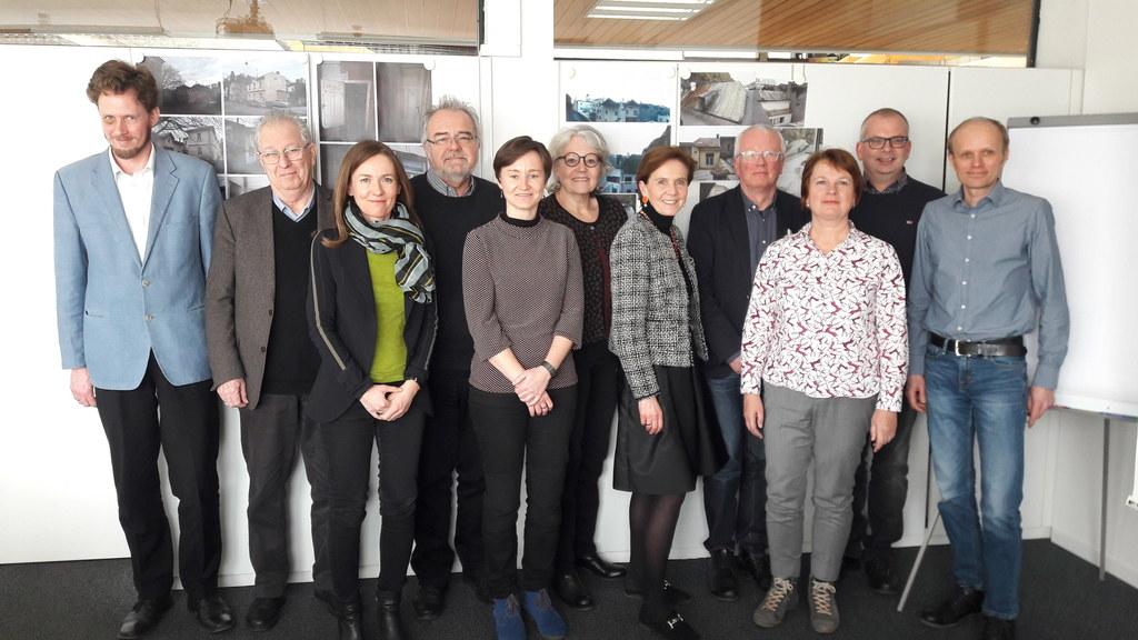 LR Brigitta Pallauf (5. v.r.) besuchte die Mitglieder der Sachverständigenkommis..