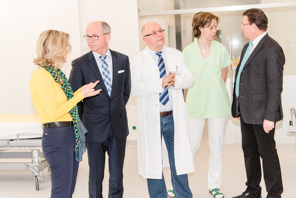 Tagesklinik in Tamsweg erweitert: Wirtschaftsdirektorin Andrea Schindler-Perner,..