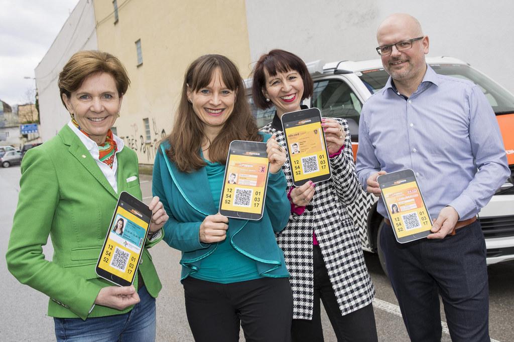 All in one Card für Schüler und Lehrlinge, im Bild: Landesrätin Brigitta Pallauf..
