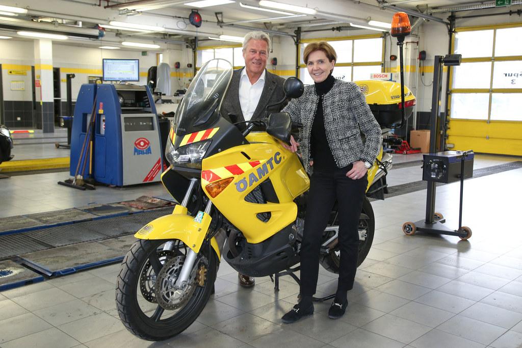 LR Brigitta Pallauf informierte sich bei ÖAMTC-Chef Erich Lobensommer über die V..