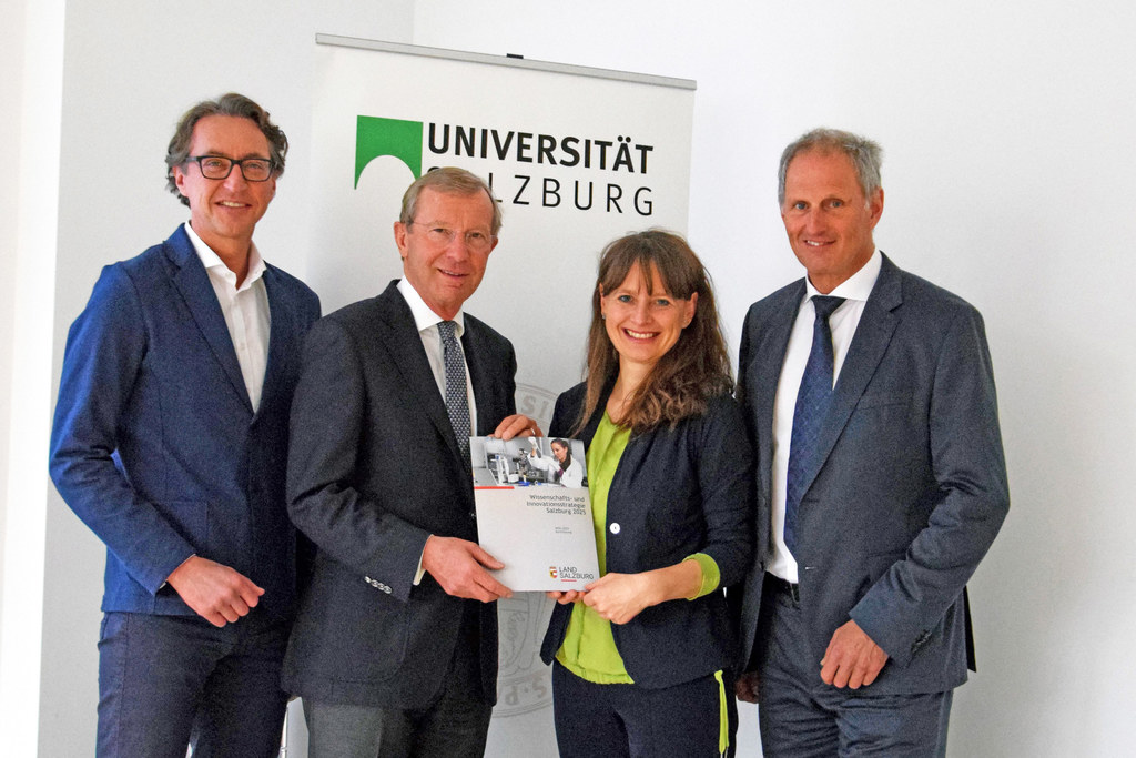 Leonhard Schitter (Salzburg AG-Geschäftsführer) Landeshauptmann Wilfried Haslaue..