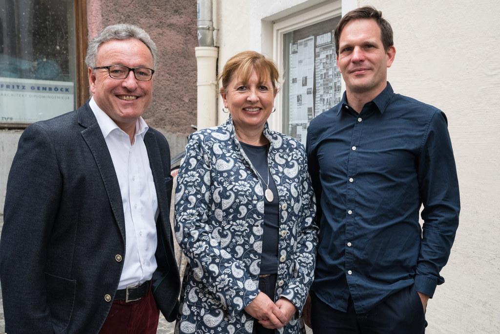 Landesrat Heinrich Schellhorn, Leiterin der städtischen Kulturabteilung Ingrid T..